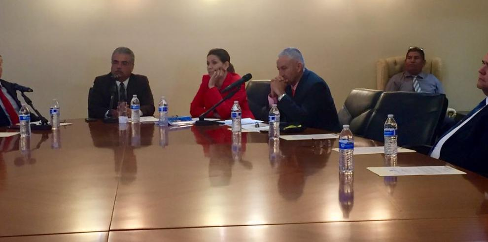 Diputados archivan denuncia contra magistrados y presidente Varela