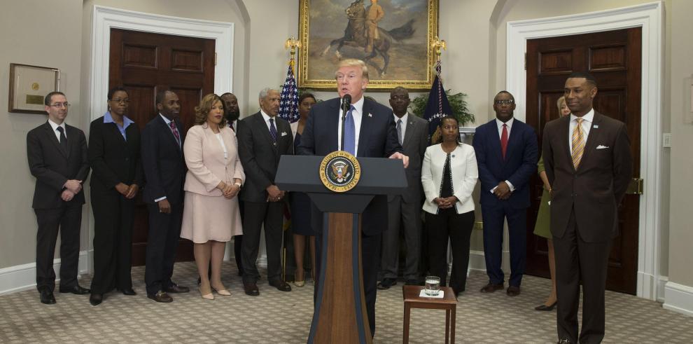 Trump asegura que ya ha cumplido con casi dos tercios de su agenda