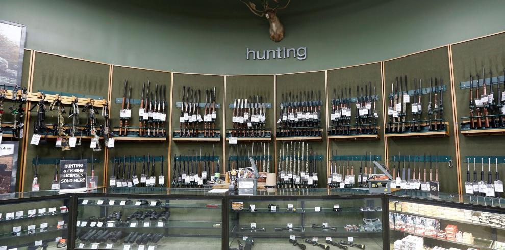 Una de las mayores tiendas de armas de EEUU deja de vender fusiles de asalto