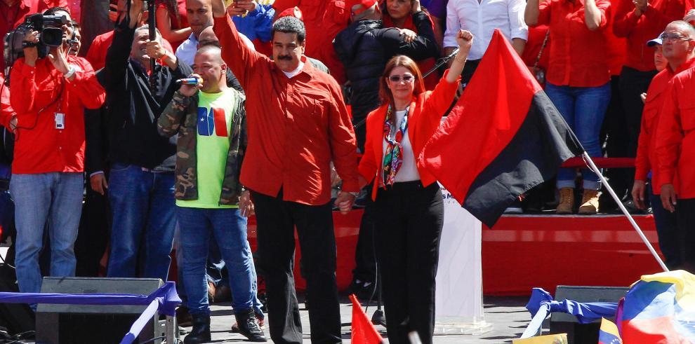 EEUU pretende cercar militarmente a Venezuela, afirma analista
