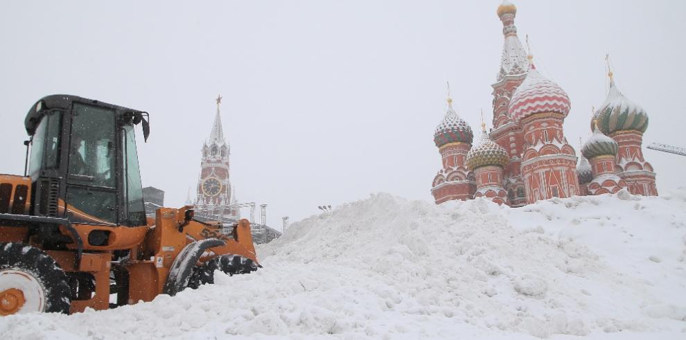 La 'nevada del siglo' sepulta Moscú bajo medio metro de nieve