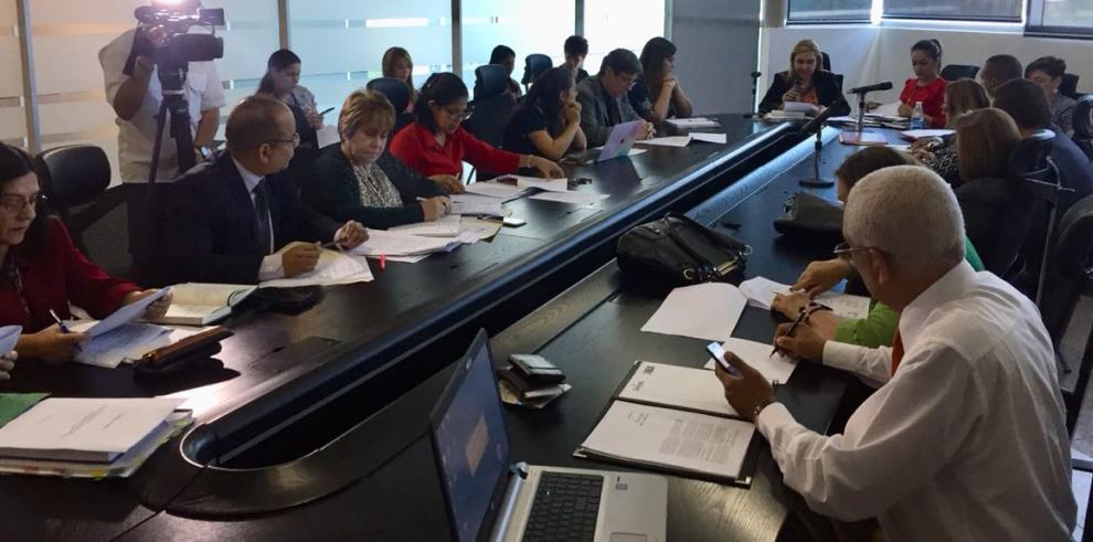 Subcomisión analiza proyecto de ley sobre uso medicinal del cannabis