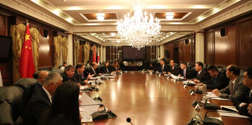 Panamá y China potencian cooperación en infraestructura y transporte marítimo