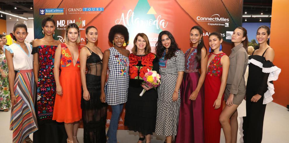 Diseños inspirados en aves y flores en la inauguración de Alta moda 2018