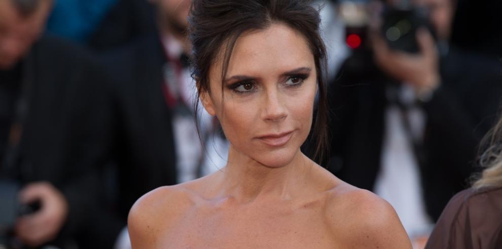 La hija de Victoria Beckham apunta maneras como maquilladora