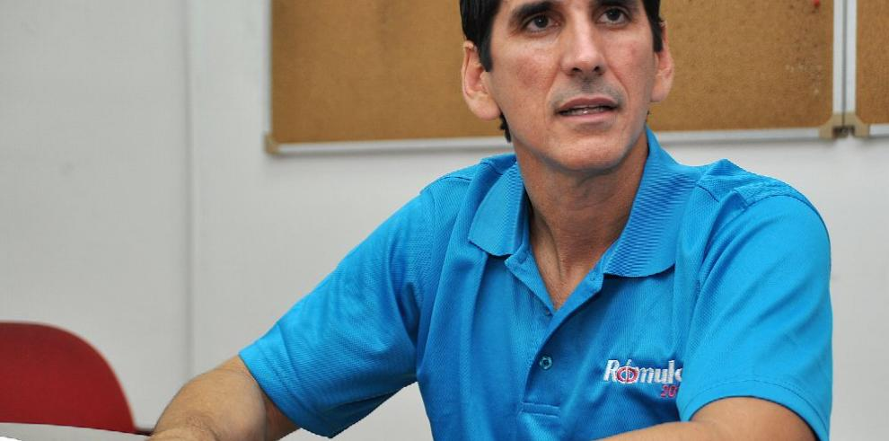 Sarasqueta pone en duda la nacionalidad de Rómulo Roux