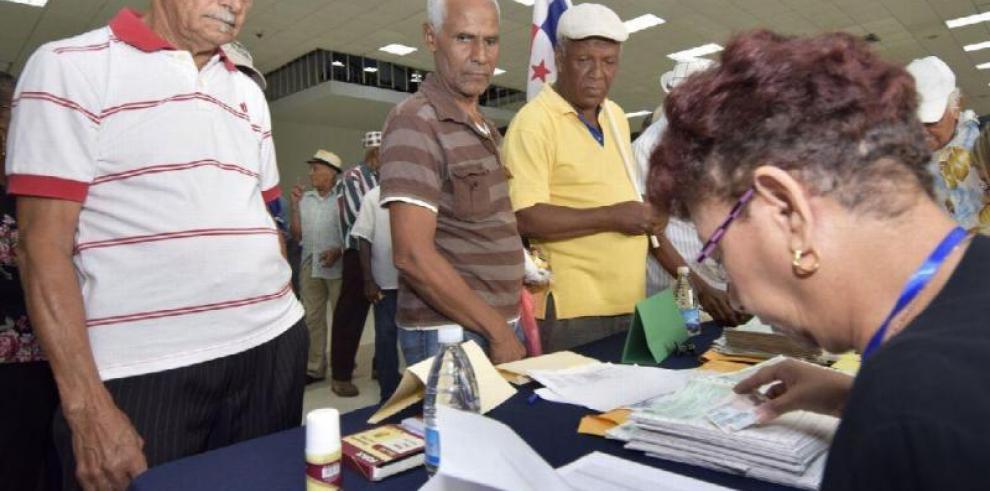 El MEF entregó Cepadem a familiares de beneficiarios fallecidos y no jubilados