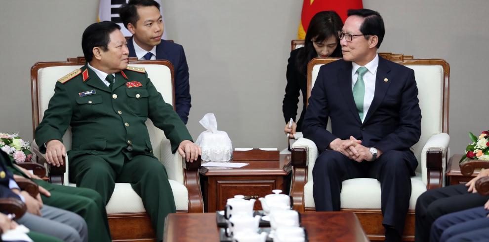 Kim y Moon, una cumbre marcada por la desnuclearización