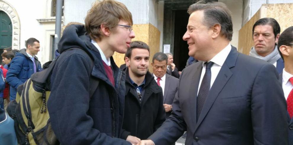 Asoprof tildó a Varela de irresponsable por promesa en Jordania