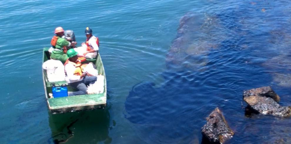 AMP atiende derrame de carburo en el puerto de Cristóbal