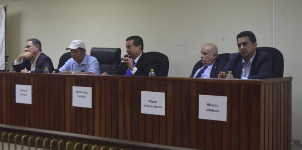 UP realiza el primer debate presidencial con los independientes