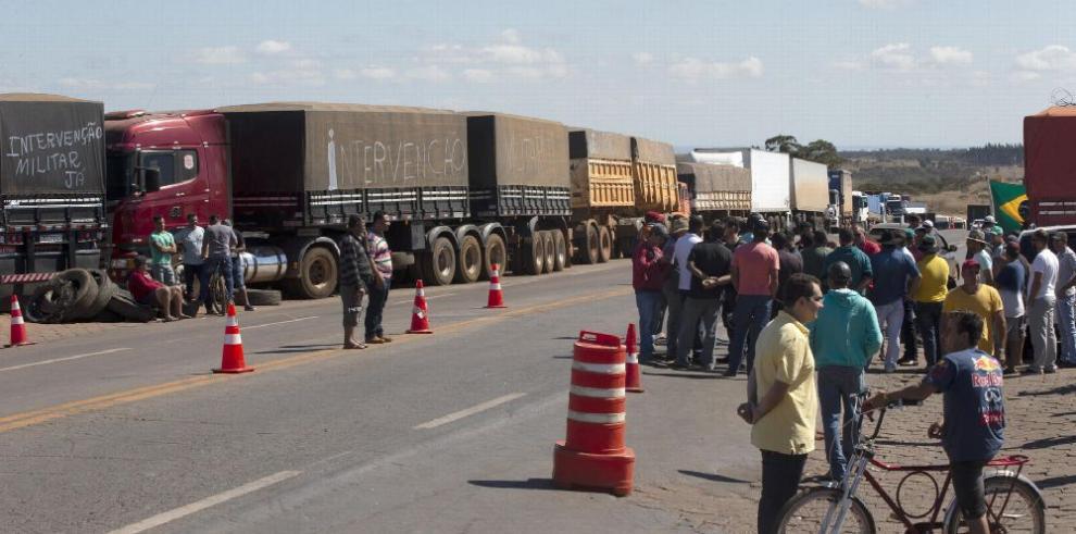 Huelga de camioneros en Brasil deja pérdidas