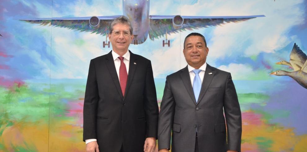 Dominicana y Panamá acuerdan reducir emisiones de CO2 causadas por aviación