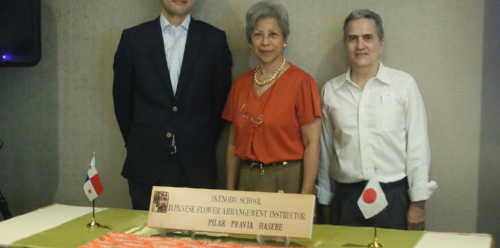 Reconocimiento a Pilar Pravia en el arte ikebana
