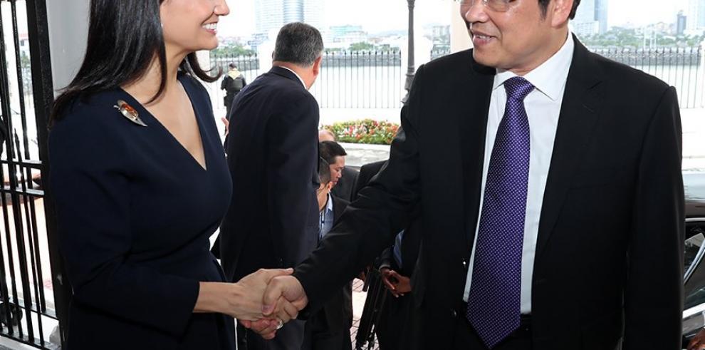 Panamá se ofrece a Vietnam como vía de entrada en Latinoamérica
