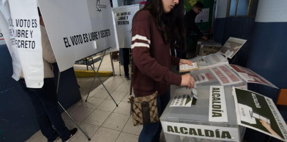 Cierran las urnas en México bajo relativa tranquilidad