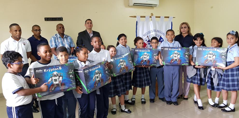 Escuela Bilingue Moisés recibe robótica educativa