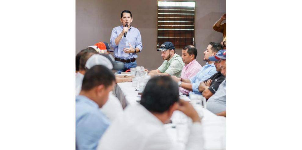 'Solo uniendo a todos los sectores lograremos despertar Panamá' dijo Roux