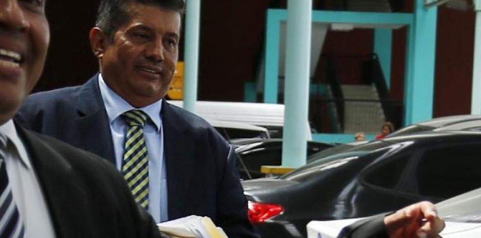 Suspenden al juez Felipe Fuentes del cargo