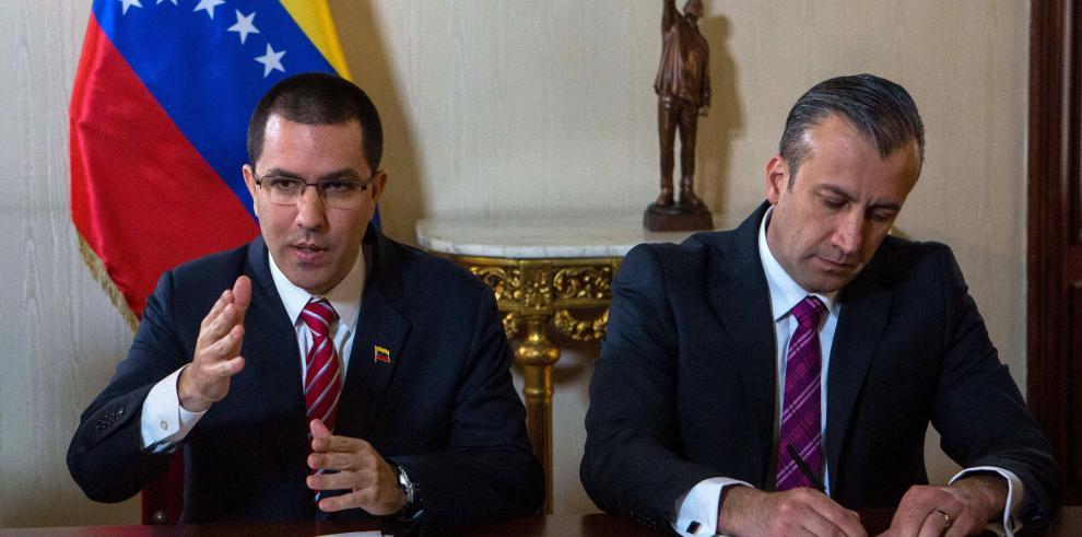 Canciller venezolano llega a Cuba en primera escala de gira latinoamericana