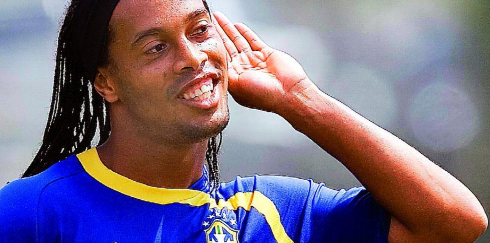 Ronaldinho se despedirá del fútbol con juegos amistosos