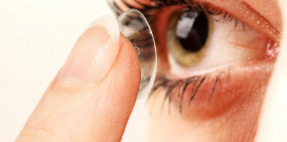 Primeros lentes de contacto con 'transition light'