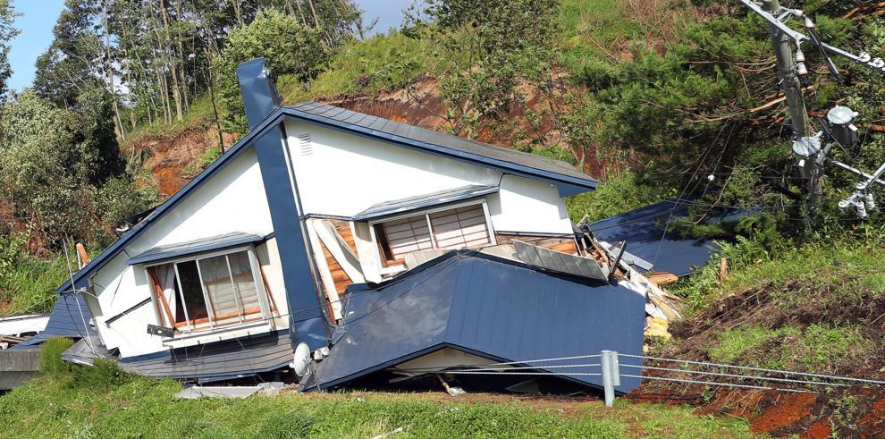 Más de una treintena de desaparecidos tras fuerte terremoto en norte de Japón