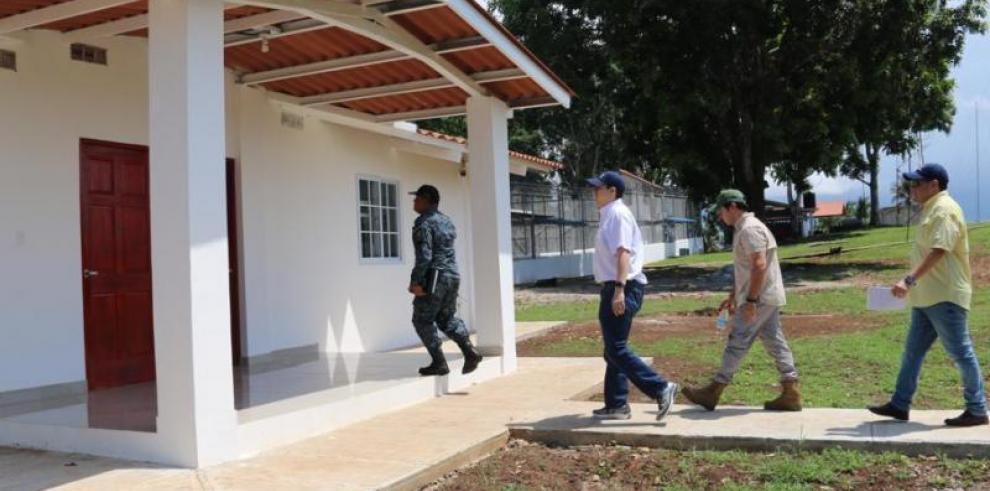 Trasladan a reos de Punta Coco tras fallo judicial que la declara ilegal