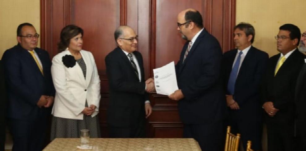 Comisión de Estado recomienda a seis de los veinte aspirantes a magistrados