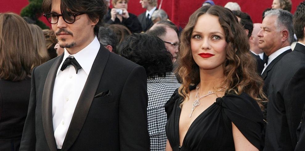 El hijo de Johnny Depp y Vanessa Paradis sufre un 'serio problema de salud'