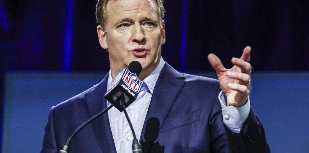 Comisionado de la NFL firma acuerdo televisivo con Fox