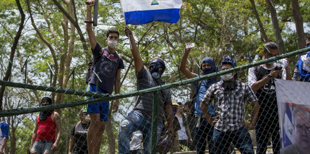 Arrestan a padres de familia de Colegio Alemán tras protestas en Nicaragua