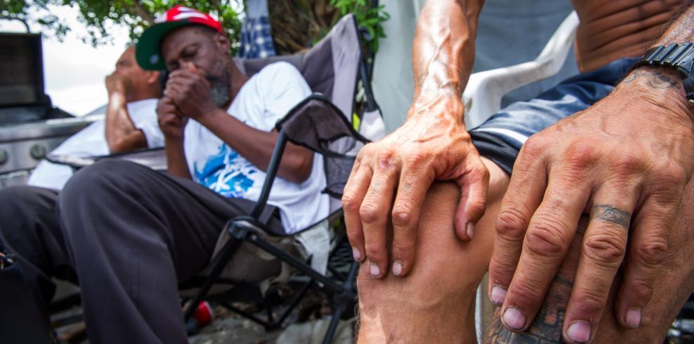Policía de Miami desaloja sin incidentes campamento de delincuentes sexuales