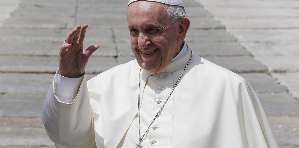 Papa urge a Iglesia chilena a desterrar