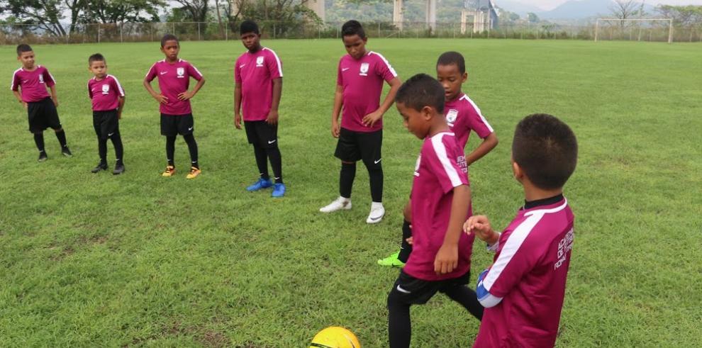 Inicia la primera academia de fútbol, Román Torres
