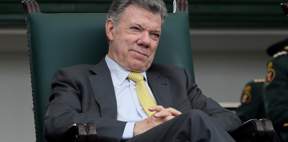 Santos se declara satisfecho por dejar déficit de vivienda en 5% en 2018