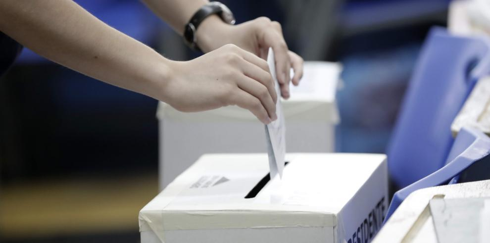 Elecciones de Costa Rica transcurren con calma y buena afluencia de votantes