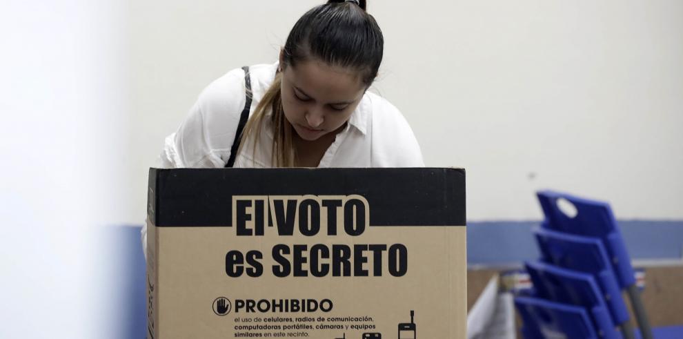Tribunal cierra las mesas de votación e inicia recuento en Costa Rica
