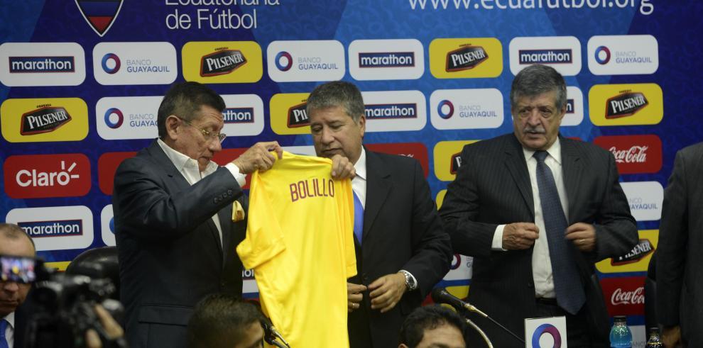 'Bolillo' Gómez asume por segunda vez en Ecuador y dice que unión será clave