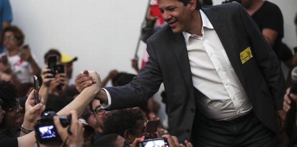 Haddad busca votos mientras Bolsonaro sigue a la cabeza