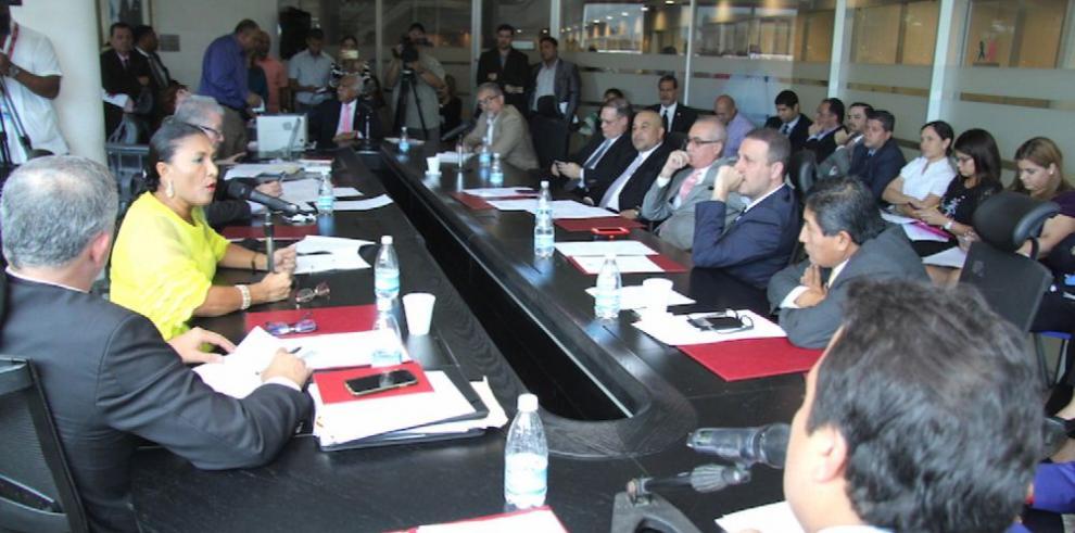 'Mafia portuaria pretende utilizar a diputados', González