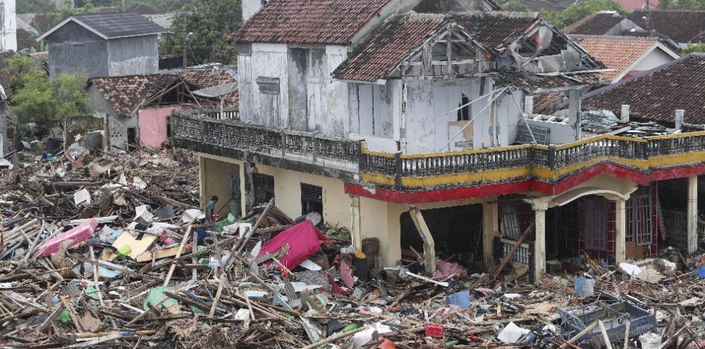 Precipitaciones dificultan la búsqueda de supervivientes en Indonesia