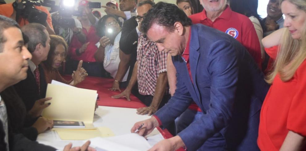 Gerardo Solís dice que va a nacionalizar los servicios públicos