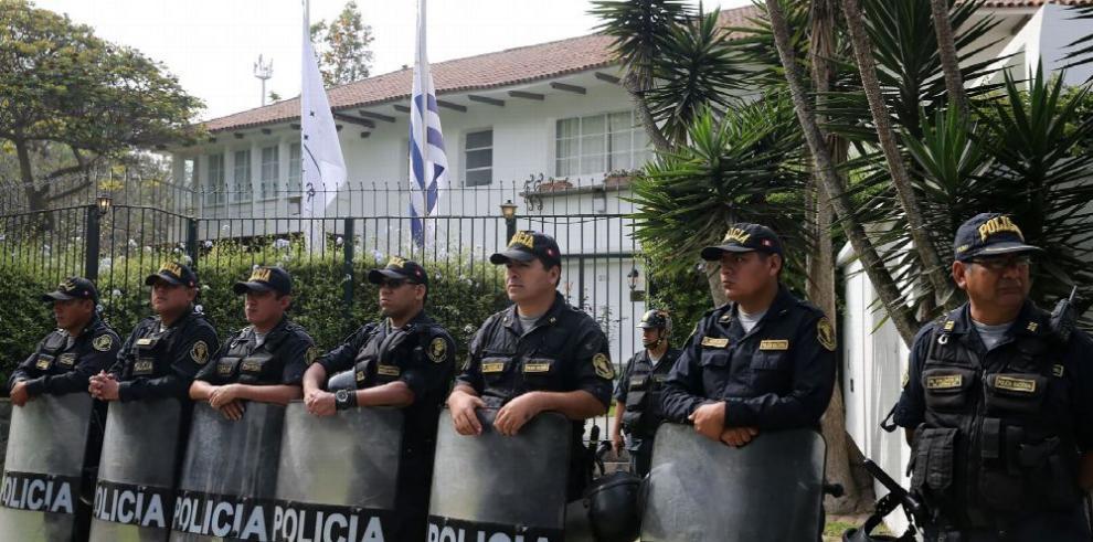 Acorralado por la justicia, expresidente peruano busca asilo