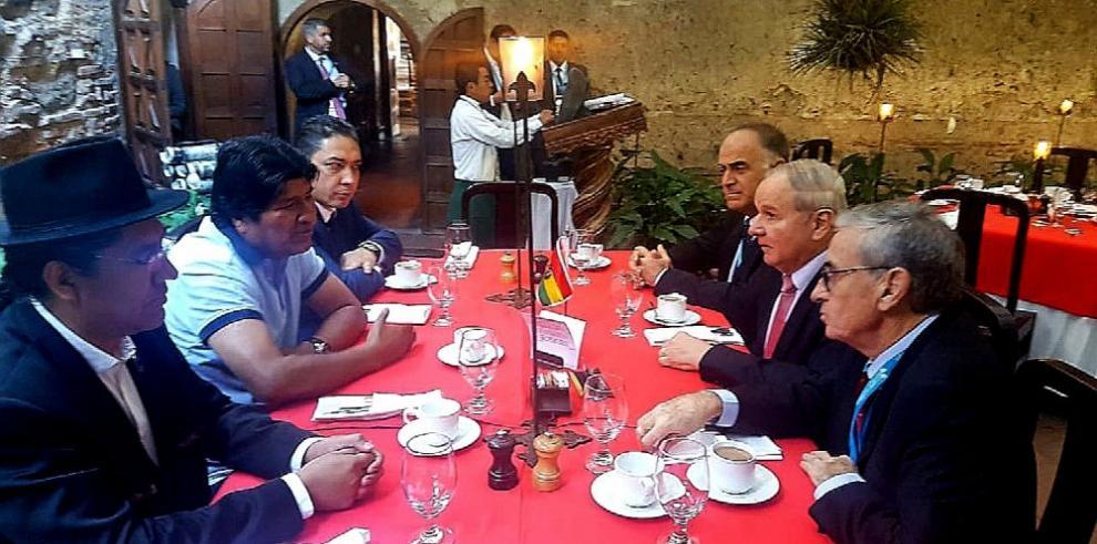 Morales se reúne con el diputado Castillo para analizar cumbre de Celac