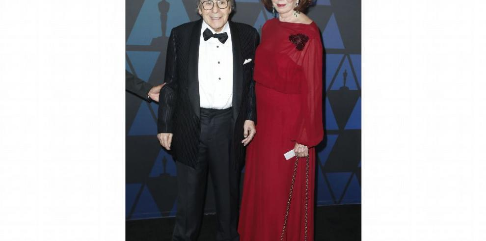 Schifrin recibe Óscar de manos de Clint Eastwood
