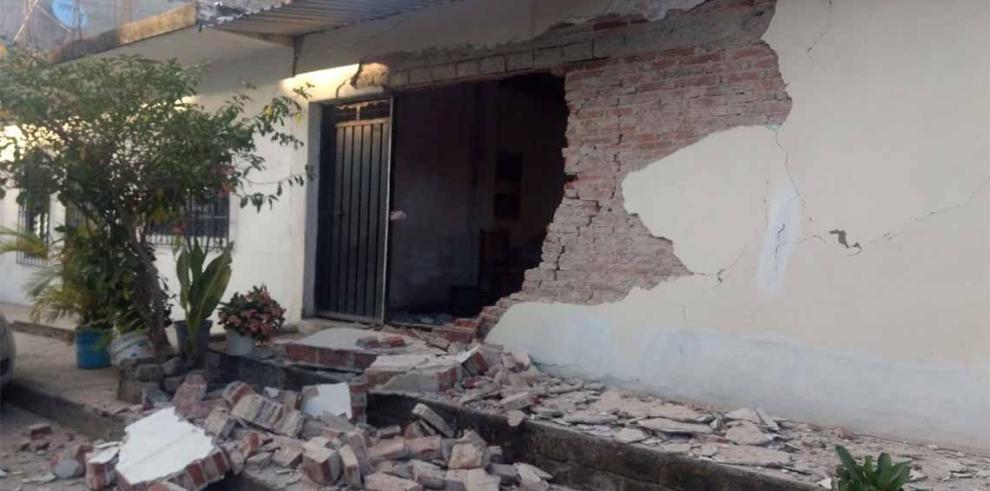 Sismo deja dos mexicanos heridos, un millón sin energía y daños menores