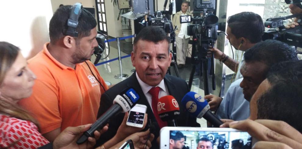 Crisis hipertensión mantiene recluido a Ricardo Martinelli