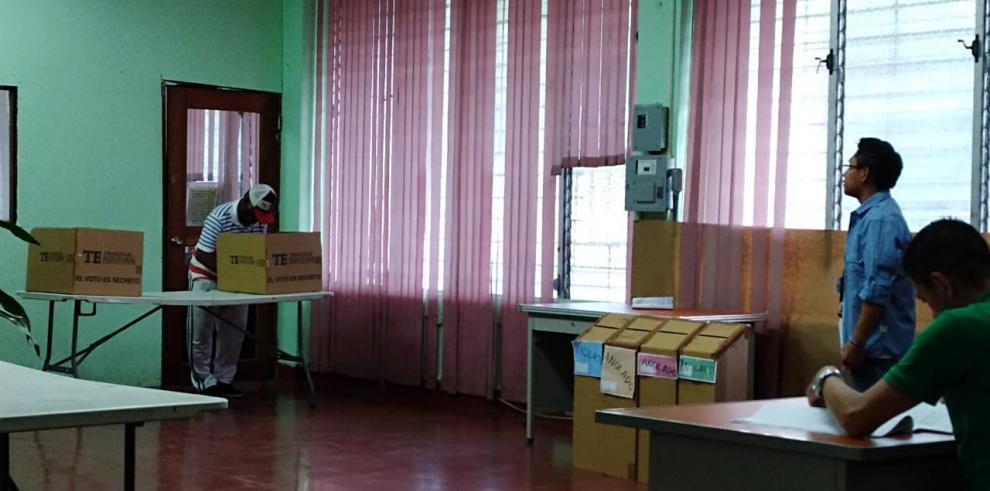 Hora de cierre oficial de las mesas de votación