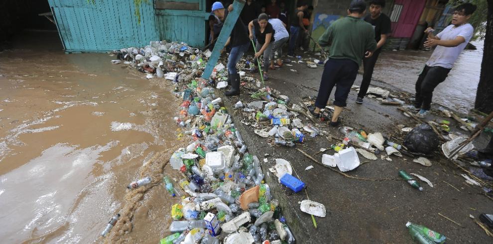 Honduras lista para atender emergencias por lluvia y EEUU alerta a ciudadanos